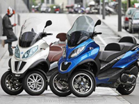 comparatif scooters 3 roues piaggio mp3 500ie lt abs 2014 vs 2013 sur tarmo. Black Bedroom Furniture Sets. Home Design Ideas