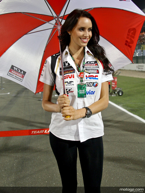 2010 Qatar Losail Umbrella Girl 002