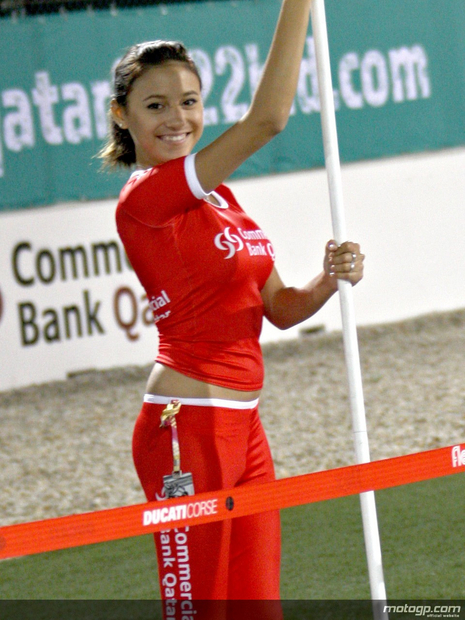 2010 Qatar Losail Umbrella Girl 005