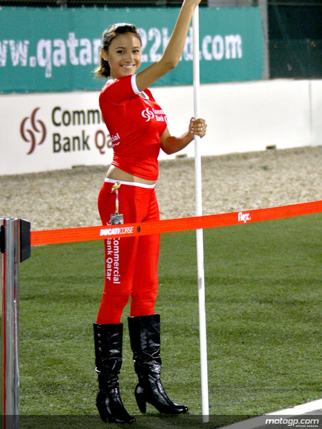 2010 Qatar Losail Umbrella Girl 006