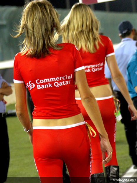 2010 Qatar Losail Umbrella Girl 010