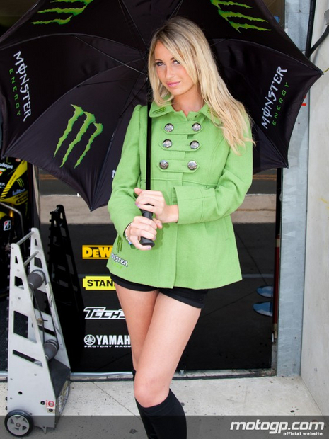 umbrella girl grand prix du Mans 2011