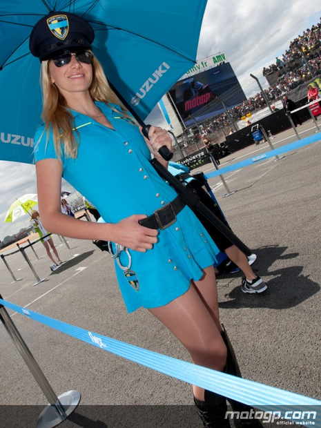 umbrella girl motogp du Mans 15 mai 2011