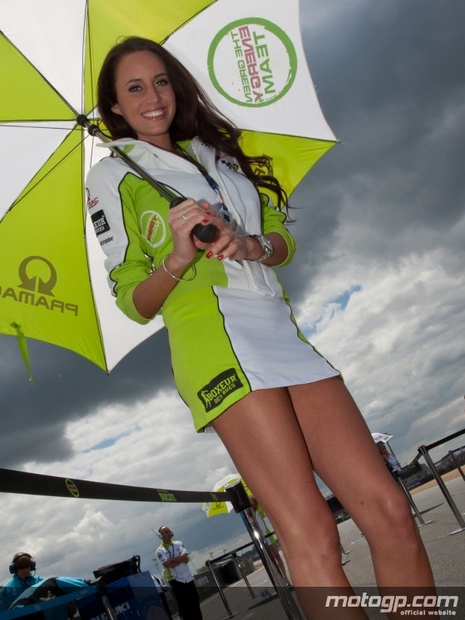 umbrella girls motogp du Mans 2011