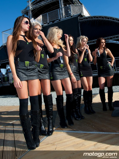 umbrella girls grand prix du Mans 2011