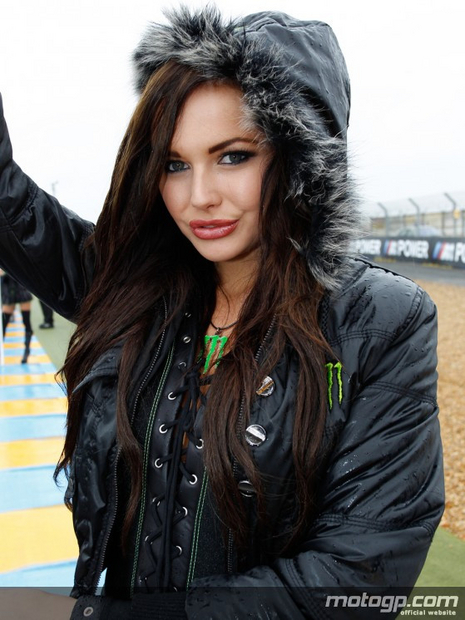 Umbrella girl du motogp sur le circuit du Mans 2012