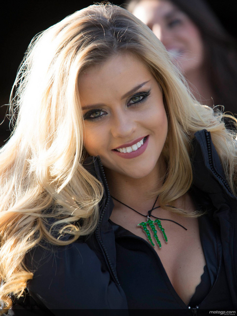 Fille des paddocks du grand prix moto de France 2013